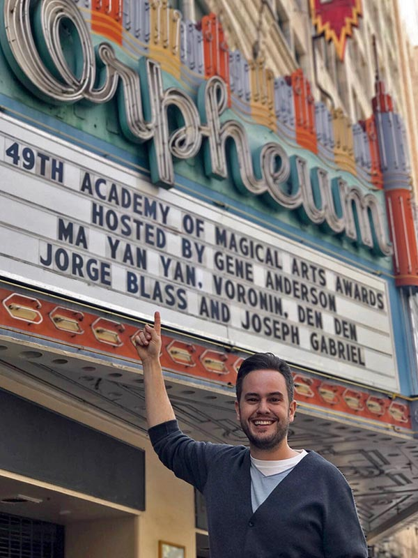 Jorge Blass en AMA Awards, en el Orpheum Theater de Los Angeles